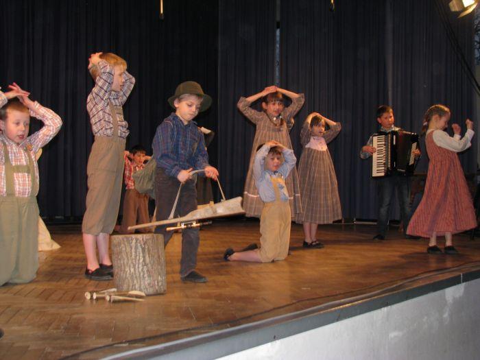 Območno srečanje otroških in odraslih folklornih skupin 2013 v Dolenji vasi